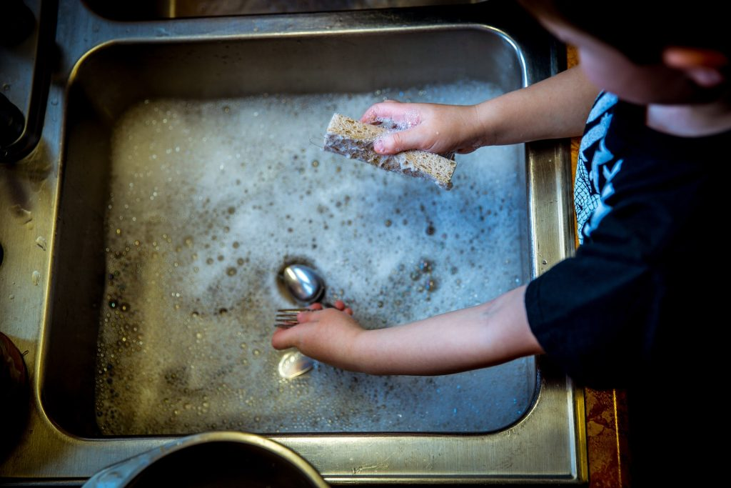 children and housework, doing dishes